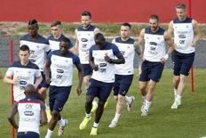 France's national soccer team players attend a training session at the Botafogo soccer club's Santa Cruz stadium in Ribeirao Preto, 336 km (208 miles) northwest of Sao Paulo, June 13, 2014.     REUTERS/Charles Platiau