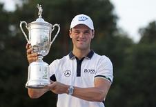 Martin Kaymer of Germany lifts his trophy after winning the U.S. Open Championship golf tournament in Pinehurst, North Carolina, June 15, 2014.    REUTERS/Robert Galbraith