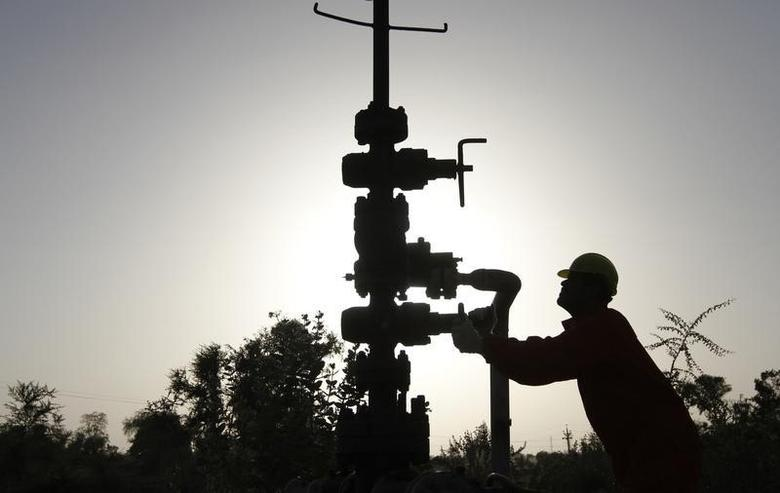 A technician opens a pressure gas valve inside the Oil and Natural Gas Corp (ONGC) group gathering station on the outskirts ofAhmedabad March 2, 2012. REUTERS/Amit Dave/Files