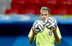 Neymar participa de treino em Brasília.  REUTERS/Dominic Ebenbichler