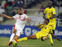 Togo's Mamah Gaffar (R) challenges Tunisia's Saber Khelifa (L) for the ball during their African Nations Cup (AFCON 2013) Group D soccer match in Nelspruit, January 30, 2013. REUTERS/Thomas Mukoya