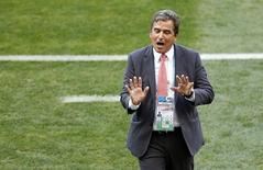 Técnico da Costa Rica, Jorge Luis Pinto, durante partida contra a Inglaterra em Belo Horizonte. 24/06/2014. REUTERS/Leonhard Foeger