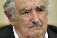 O presidente do Uruguai, José Mujica, durante reunião com presidente norte-americano, Barack Obama, no Salão Oval da Casa Branca, em Washington, nos Estados Unidos, em maio. 12/05/2014 REUTERS/Jonathan Ernst