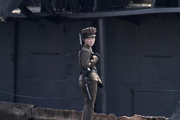 A North Korean soldier stands guard along the bank of Yalu River near the North Korean town of Sinuiju, opposite the Chinese border city of Dandong, May 1, 2014. REUTERS-Jacky Chen