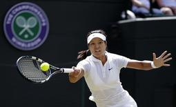 Li Na of China hits a return to Barbora Strycova of the Czech Republic during their women's singles tennis match at the Wimbledon Tennis Championships, in London June 27, 2014.   REUTERS/Max Rossi