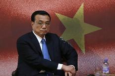 Le Premier ministre Li Keqiang a déclaré que la croissance économique de la Chine s'est accélérée au deuxième trimestre par rapport aux trois mois précédents, mais a toutefois jugé nécessaires de nouvelles mesures de soutien ciblées du gouvernement. /Photo d'archives/REUTERS/Sang Tan/Pool