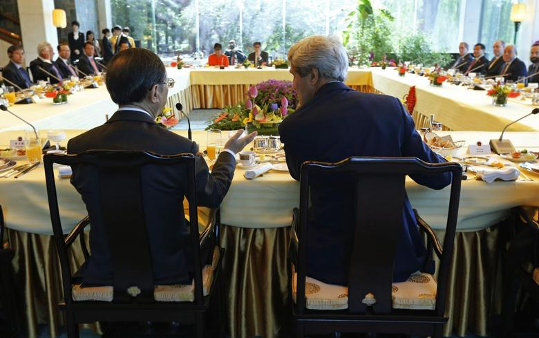 Chinese State Councillor Yang Jiechi (L) confers with U.S. Secretary of State John Kerry (R) as they host a ''CEO Roundtable Breakfast'' with Chinese and U.S. business leaders during the U.S.-China Strategic and Economic Dialogue known as the ''S&ED'' talks being held at the Diaoyutai State Guesthouse in Beijing, July 10, 2014.    REUTERS/Jim Bourg