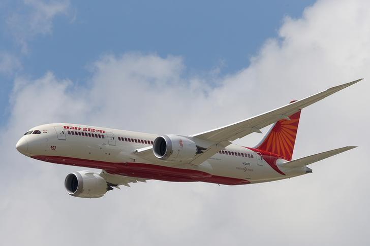 An Air India Airlines Boeing 787 dreamliner takes part in a flying display during the 50th Paris Air Show at the Le Bourget airport near Paris, June 14, 2013.  REUTERS/Pascal Rossignol