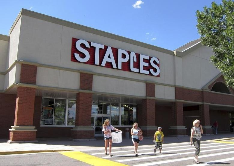 A family leaves the Staples store in Broomfield, Colorado August 17, 2011 as the back-to-school shopping season begins.  REUTERS/Rick Wilking