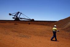 Rio Tinto prévoit pour l'année 2014 une forte hausse de sa production de minerai de fer en Australie, le géant minier ayant profité de la faiblesse de ses coûts par rapport aux producteurs chinois pour exporter massivement en Chine. /Photo d'archives/REUTERS/David Gray