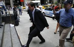 El secretario de Finanzas de Argentina, Pablo López, a su llegada a una reunión con el abogado Daniel Pollack en Nueva York, jul 24 2014. Una delegación argentina estaba reunida el martes con un mediador judicial en Nueva York en un intento de último momento para evitar que el país caiga en un default de deuda en las próximas horas    REUTERS/Mike Segar