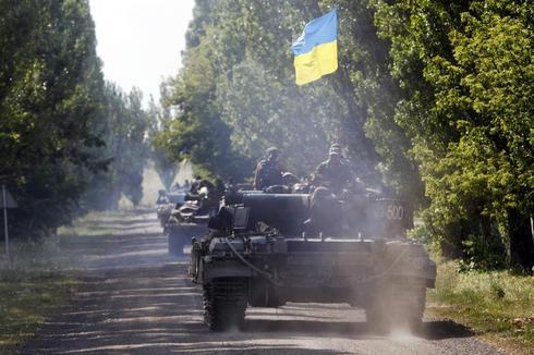 Ukraine says suspends attacks to let experts reach crash site, rebels deny