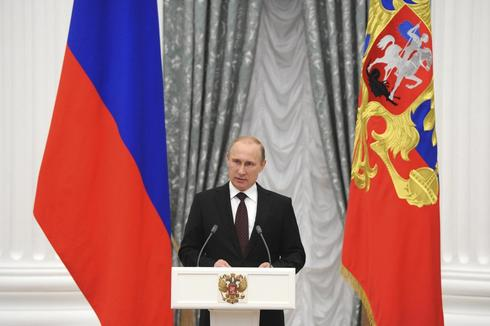 Russia bans fruit, veg, meat, fish, dairy imports from U.S., EU