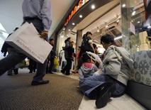 Un quart des familles américaines se disent en état de stress économique malgré la fin de la récession. /Photo d'archives/REUTERS/Phil McCarten
