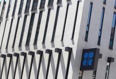 La sede de la Organización de Países Exportadores de Petróleo en Viena, jun 10 2014. La OPEP redujo por segundo mes consecutivo su pronóstico para el crecimiento de la demanda mundial de petróleo en el 2014 y dijo que el grupo logró incrementar su producción de crudo en julio pese a la violencia en Irak y Libia, apuntando a suministros globales más holgados.  REUTERS/Heinz-Peter Bader