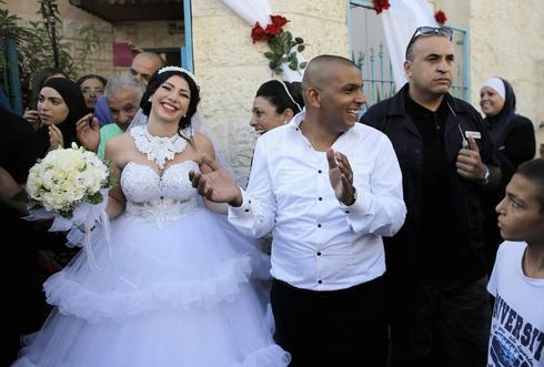 Israeli wedding of Jew, Muslim draws protesters amid war tensions