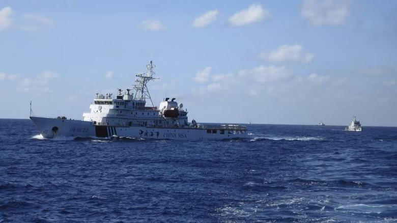 Chinese coastguard ships give chase to Vietnamese coastguard vessels (not pictured) after they came within 10 nautical miles of the Haiyang Shiyou 981, known in Vietnam as HD-981, oil rig in the South China Sea July 15, 2014.  REUTERS/Martin Petty