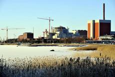 Le groupe nucléaire français Areva et son partenaire Siemens ont annoncé lundi que la construction du réacteur nucléaire EPR d'Olkiluoto 3 en Finlande serait achevée à la mi-2016 avec une mise en service prévue pas avant 2018. /Photo d'archives/REUTERS/LEHTIKUVA/Jussi Nukari