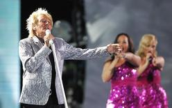 British singer Rod Stewart, performs during the 55th International Song Festival in Vina del Mar city, about 121 km (75 miles) northwest of Santiago, February 27, 2014. REUTERS/Eliseo Fernandez