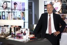 Le PDG de L'Oréal, Jean-Paul Agon, a révisé en baisse sa prévision de croissance pour le marché mondial des cosmétiques, tablant sur une progression comprise entre 3% et  3,5% en 2014, au lieu des 3,5%-4,0% attendus précédemment. /Photo prise le 18 juin 2014/REUTERS/Benoît Tessier