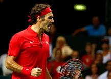 Switzerland's Roger Federer reacts during his Davis Cup semi-final tennis match against Italy's Fabio Fognini at the Palexpo in Geneva September 14, 2014. REUTERS/Pierre Albouy