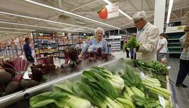 Les prix à la consommation en Grande-Bretagne ont augmenté de 1,5% en rythme annuel au mois d'août, le chiffre le plus faible enregistré depuis mai.  /Photo d'archives/REUTERS/Suzanne Plunkett
