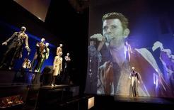 Exposição sobre David Bowie em Londres, em 20 de março de 2013. REUTERS/Neil Hall