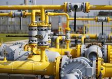L'Union européenne souligne de plus en plus, mais en catimini, l'urgence d'un projet d'importation de gaz naturel d'Iran, avec lequel les relations se sont réchauffés tandis que celles avec son principal fournisseur, la Russie, prenaient le chemin inverse. /Photo prise le 19 septembre 2014/REUTERS/ Leonhard Foeger