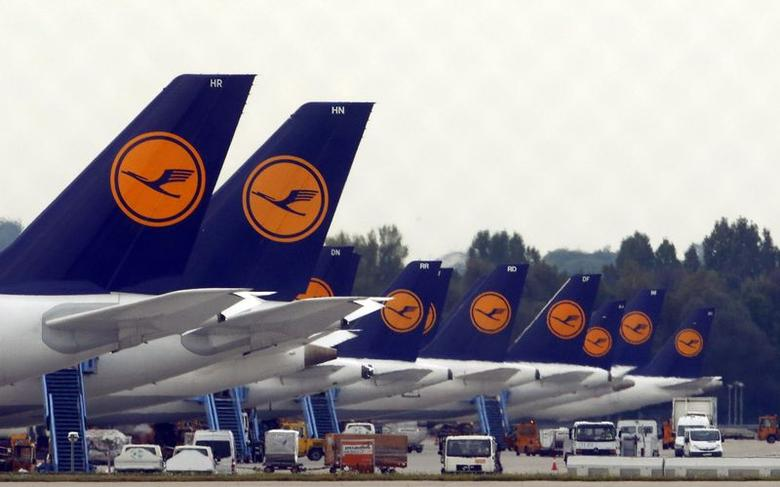 German airline Lufthansa aircraft are pictured at Munich's airport September 19, 2014. REUTERS/Michael Dalder