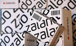 Encouragés par le succès de l'entrée en Bourse du géant du commerce en ligne Zalando, le câblo-opérateur Tele Columbus,  comme beaucoup d'autres plus récemment, est la dernière société allemande en date à avoir annoncé un projet d'introduction en Bourse alors que les entreprises du pays sont traditionnellement méfiantes vis-à-vis des marchés. /Photo prise le 28 août 2014/REUTERS/Fabrizio Bensch