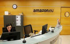 La Commission européenne annonce mardi l'ouverture d'une enquête approfondie sur l'imposition du géant du commerce électronique Amazon au Luxembourg. /Photo d'archives/REUTERS/François Lenoir