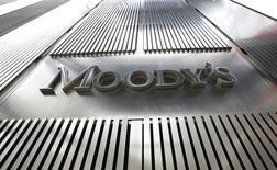 El logo de Moody's en sus oficinas corporativas en el World Trade Center en Nueva York. Imagen de archivo, 06 febrero, 2013. La agencia calificadora Moody's dijo el martes que la tasa de incumplimiento por parte de emisores corporativos de deuda en Latinoamérica se ha mantenido estable, con un incremento muy suave durante el último año. REUTERS/Brendan McDermid