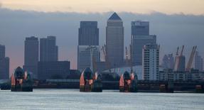 Un cadre d'une des principales banques britanniques a plaidé coupable d'accusations le visant en Grande-Bretagne dans le cadre de l'enquête internationale sur une manipulation présumée des taux Libor. /Photo d'archives/REUTERS/Russell Boyce