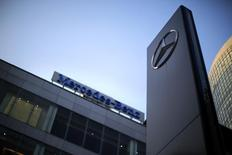 A Mercedes-Benz logo and sign are seen at a dealership in downtown Shanghai August 5, 2014.  REUTERS/Carlos Barria