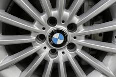 Le bénéfice net de BMW au troisième trimestre est ressorti à 1,314 milliard d'euros, contre 1,330 milliard il y a un an et 1,354 milliard attendu par les analystes financiers interrogés par Reuters. /Photo d'archives/REUTERS/Carlos Jasso