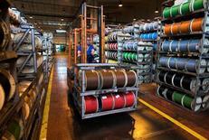 Le fabricant français de câbles Nexans a publié un chiffre d'affaires trimestriel de 1,574 milliard d'euros à cours des métaux non ferreux courants, et de 1,13 milliard à cours constants, soit une baisse des ventes de 2,1% en organique. /Photo d'archives/REUTERS/Victor Fraile
