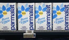 Le groupe laitier italien Parmalat, qui annonce une progression de 13% de son excédent brut d'exploitation sur les neuf premiers mois de l'année, revoit à la hausse ses prévisions annuelles. /Photo d'archives/REUTERS/Max Rossi