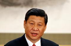 En la imagen de archivo, el secretario general del Comité Central del Partido Comunista de China, Xi Jinping, habla ante la prensa en el Gran Salón del Pueblo en Pekín, el 15 de noviembre del 2012. La economía china es estable y los riesgos que enfrenta no son tan temibles, dijo el domingo Xi Jinping, en un discurso a empresarios en la cumbre del foro de cooperación económica Asia Pacífico (APEC). REUTERS/Carlos Barria (CHINA - Tags: POLITICS HEADSHOT) - RTR3AF8B