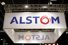 Le titre Alstom figure au rang des valeurs à suivre ce jeudi à la Bourse de Paris, au lendemain de l'annonce par le groupe français qu'il envisageait de distribuer à ses actionnaires de 3,5 à 4 milliards d'euros dans le cadre de la cession de ses activités dans l'énergie à General Electric pour 12,35 milliards d'euros. /Photo prise le 14 octobre 2014/REUTERS/Benoît Tessier