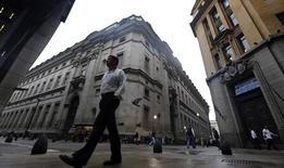 El distrito financiero argentino en Buenos Aires, ago 1 2014. Los trabajadores de bancos de Argentina realizaban el jueves el segundo día de una huelga en demanda de una rebaja en el Impuesto a las Ganancias, que grava los salarios medios y altos, y de mejoras en las condiciones de trabajo. REUTERS/Marcos Brindicci