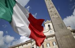 L'Italie a confirmé vendredi qu'elle restait à la traîne parmi les grandes économies de la zone euro avec une nouvelle contraction de son produit intérieur brut (PIB) (-0,1%) au troisième trimestre, le 13e consécutif sans croissance, alors que l'activité a repris en Allemagne et en France, même modestement.  /Photo d'archives/REUTERS/Tony Gentile