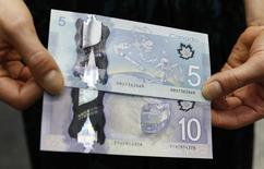 The new Canadian five and 10 dollar bills, made of polymer, are displayed following an unveiling ceremony at the Bank of Canada in Ottawa April 30, 2013.     REUTERS/Chris Wattie