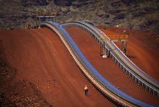BHP Billiton veut accroître sa production de cuivre face à la chute des cours sur les marchés du minerai de fer, du pétrole et du charbon. /Photo d'archives/REUTERS/David Gray