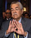 Министр нефтяной промышленности Саудовской Аравии Али аль-Наими отказывается говорить с журналистами перед началом саммита ОПЕК в Вене 13 июня 2012 года. Крупнейший в ОПЕК производитель нефти Саудовская Аравия дал понять, что не будет призывать картель сократить добычу на совещании в четверг. REUTERS/Heinz-Peter Bader