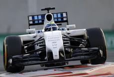 Felipe Massa, da Williams, durante treino classificatório em Abu Dhabi. 22/11/2014 REUTERS/Caren Firouz