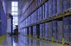 Les commandes à l'industrie aux Etats-Unis ont baissé pour le troisième mois d'affilée en octobre, reflétant un ralentissement de l'activité manufacturière, selon le département du Commerce. /Photo d'archives/REUTERS/Sergei Karpukhin
