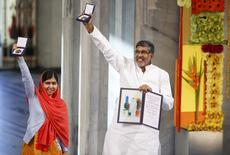 Nobel Peace Prize laureates Malala Yousafzai and Kailash Satyarthi (R) pose with their medals during the Nobel Peace Prize awards ceremony at the City Hall in Oslo December 10, 2014. REUTERS/Cornelius Poppe/NTB Scanpix/Pool
