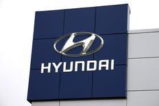 Logotipo da Hyundai em uma concessionária da marca. 03/11/2014 REUTERS/Rick Wilking