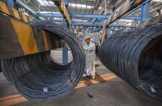 L'activité dans le secteur manufacturier chinois s'est contractée en décembre pour la première fois en sept mois en raison d'une baisse des prises de commandes, selon la version définitive de l'indice PMI des directeurs d'achat de HSBC/Markit publiée mercredi. /Photo d'archives/REUTERS/China Daily