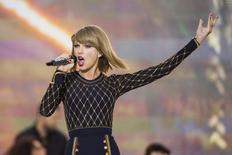 """Singer Taylor Swift performs on ABC's """"Good Morning America"""" to promote her new album """"1989"""" in New York, October 30, 2014. REUTERS/Lucas Jackson"""